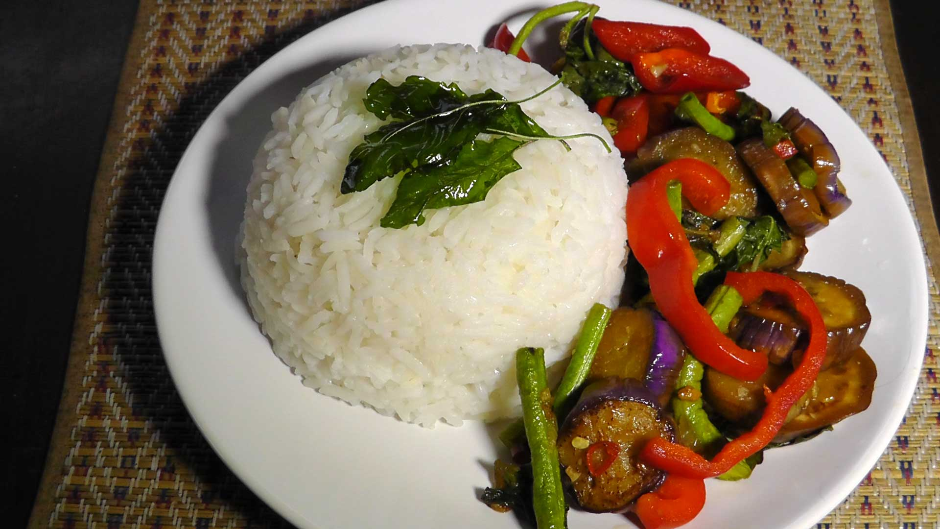 vegan-vegetarisches-thai-rezept-pad-krapow