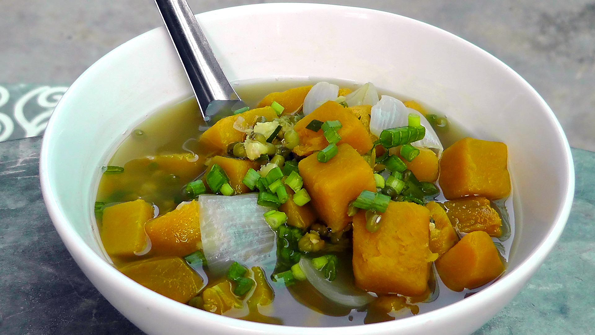 vegan-vegetarisches-vietnamesisches-rezept-mung-kuerbis-suppe