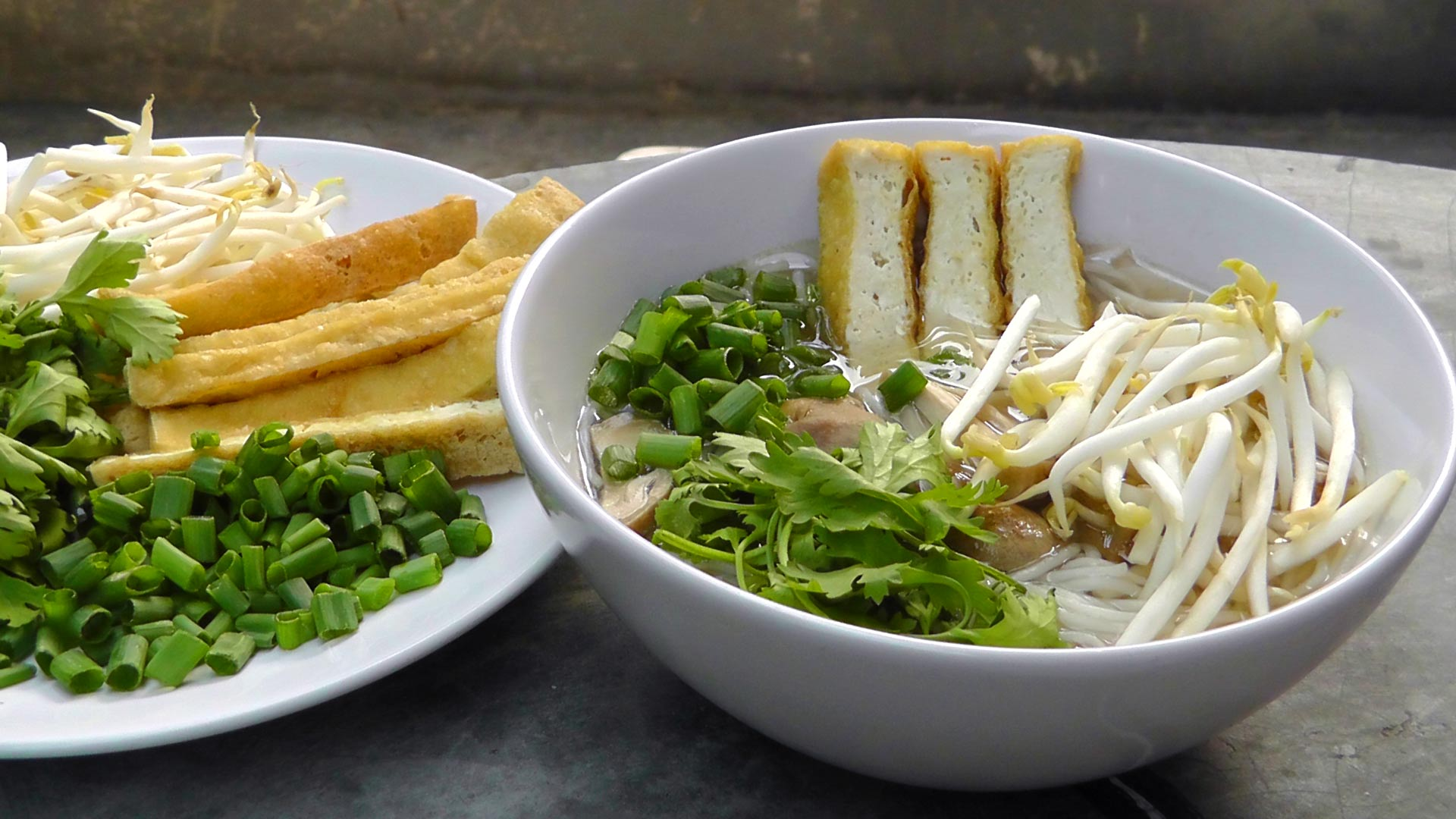 vegan-vegetarisches-vietnamesisches-rezept-pho-nudelsuppe