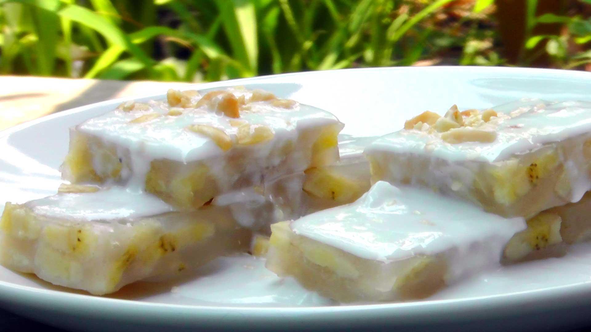 Vietnamesischer Gedampfter Bananenkuchen Mit Kokossosse