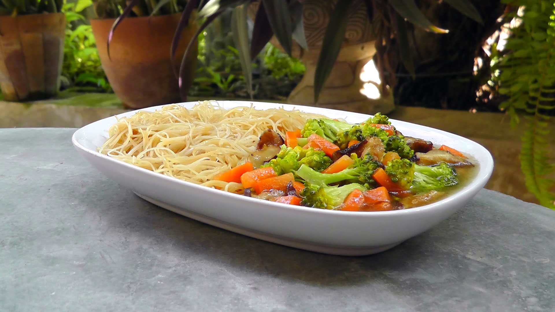 thai-gebratene-nudeln-gemüse-vegetarisches-vegan-rezept